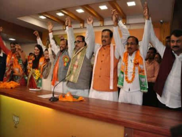 6 BSP leaders joined BJP in the presence of BJP UP Chief Mahendra Nath Pandey