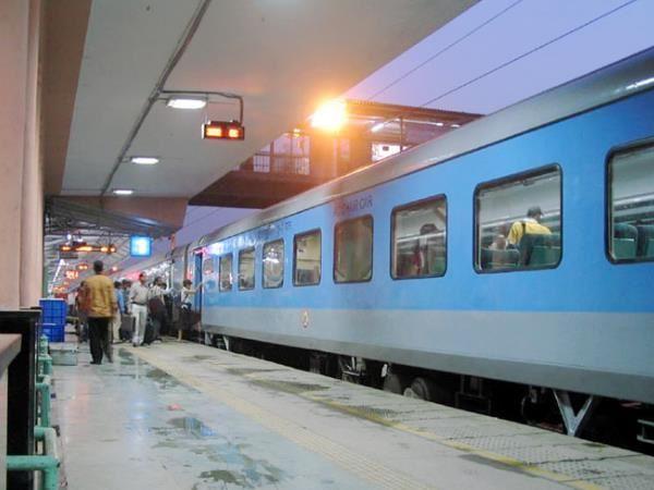 Image result for नहीं बदले हैं तत्काल टिकट के नियम, ट्रेन के 3 घंटे से ज्यादा लेट होने पर मिलेगा पूरा रिफंड