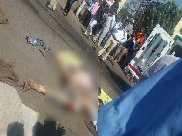 8 people seriously injured and one dead in a road accident, Pune