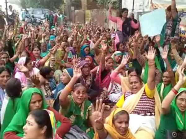 Anganwadi workers will not support BJP in up civic election 2017