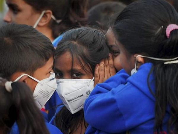 Delhi smog pollution air quality shows improvement