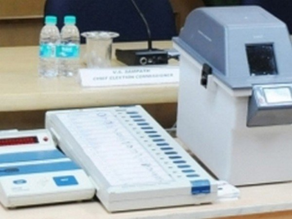 Election Commission says VVPAT machines do not click pictures
