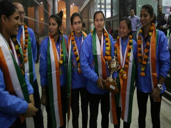 Indian women's hockey team arrived in Delhi after winning AsiaCup2017