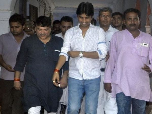 Kumar Vishwas troubles for challenge to Rahul Gandhi in Amethi