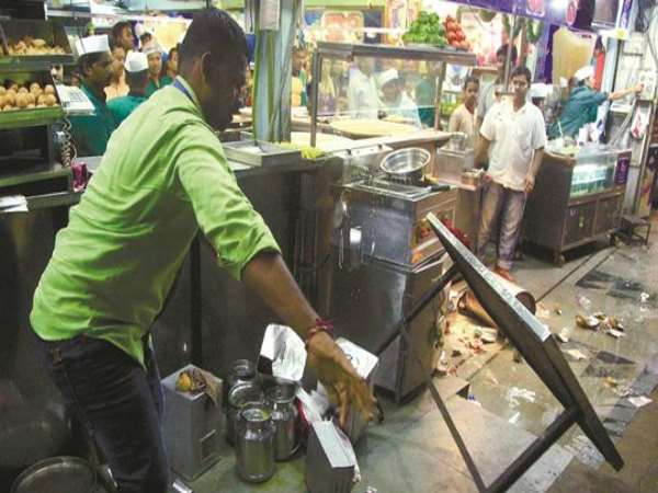 MNS activists attack on illegal hawkers in Pune after Mumbai