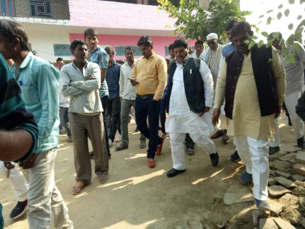 Murder in Shivpal Yadavs Village, SP supporters accused in Etawah