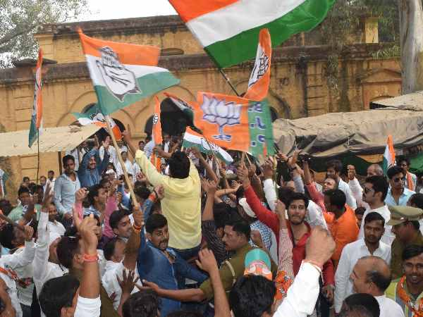 Congress-BJP workers clash during enrollment in Mirzapur municipal election