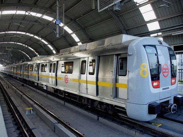 Delhi: 55 year old sub inspector committed suicide by jumping in front of a metro