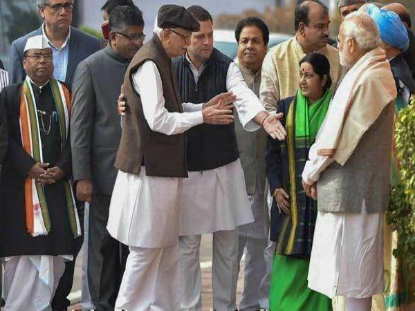 मतभेद भुला एक दूसरे से मिले पीएम मोदी और मनमोहन सिंह