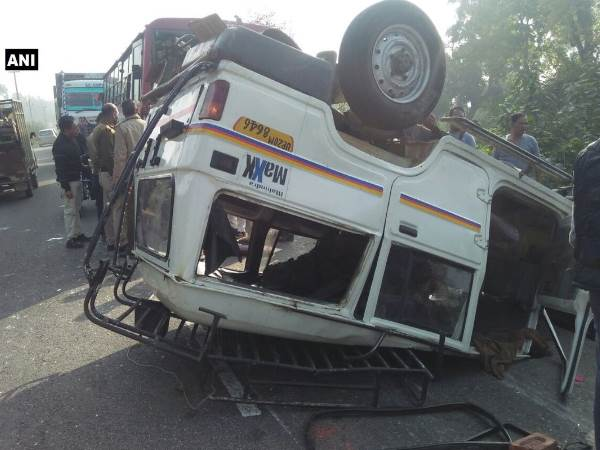 Haridwar Six people critically injured in a collision between two vehicles on Najibabad National Highway