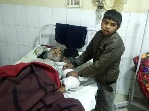shahjahanpur uttar pradesh 8 years old boy seeking for 2 unit blood for his father