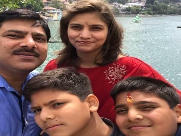 <strong>Read more:शाहजहांपुर: मौत का नहीं चल रहा पता आखिर कैसे मरी बीजेपी नेता की बहू? डॉक्टर ने कपड़े से पकड़ा एक Clue</strong>