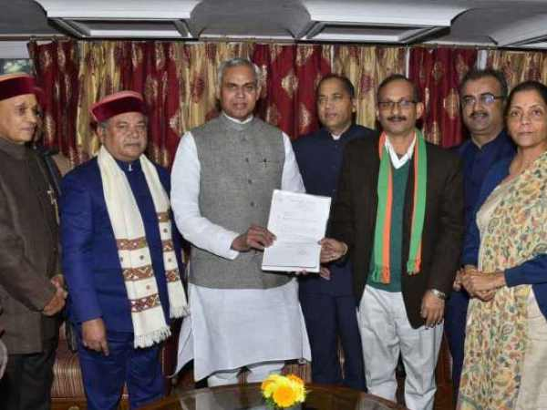 Jai Ram Thakur met Governor in Himachal with mlas to form govt