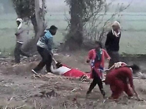 <strong>Read more:Exclusive VIDEO: सत्ता की ऐंठ में जमीन की खातिर महिलाओं पर लठ बरसाते दरिंदे</strong>