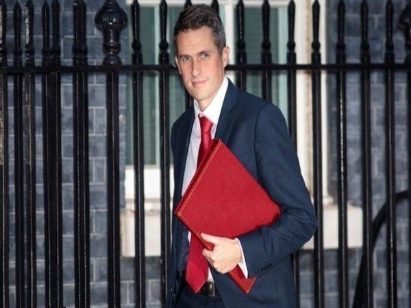 ISIS समर्थकों को ढूंढ कर मारा जाए, बोले ब्रिटिश रक्षा मंत्री