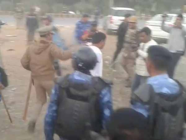 Lathicharge on BSP workers in Meerut after win in civic election