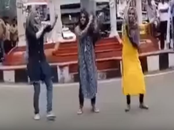 kerala three college students dancing in public video viral
