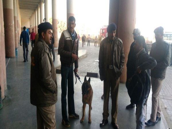 Image result for बस स्टैंड मंडी में बम की अफवाह