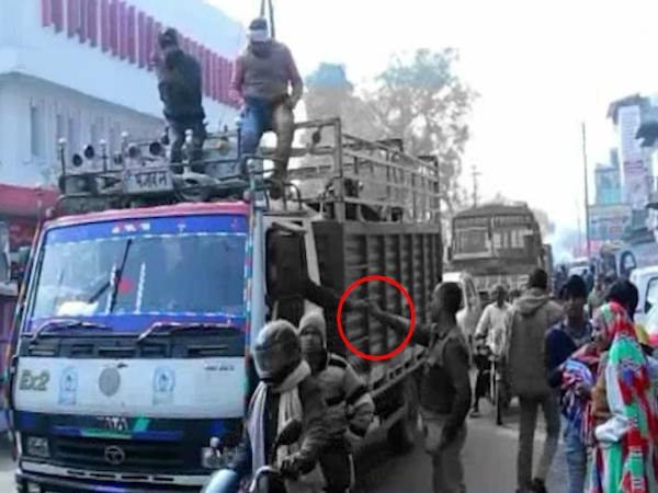 VIDEO: Illegal Recovery by UP Police in Bulandshahr