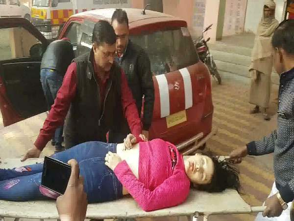 yamuna expressway road accident 2 died one is foreigner civilian