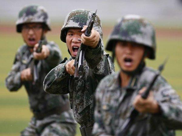 सामान छोड़कर भागे चीनी सैनिक
