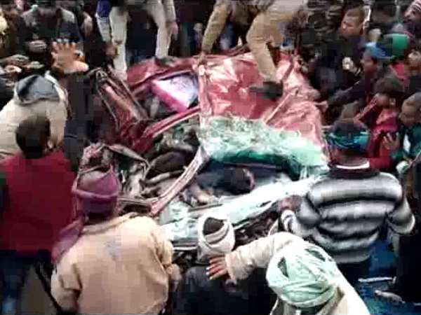 Six people killed on spot when truck overturned on car in Agra
