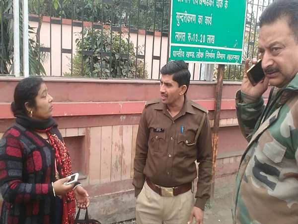 saharanpur girlfriend ranaway with his boyfriend in front of policeman