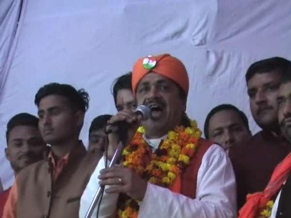 <strong>Read Also: हिंदू युवा वाहिनी प्रदेश मंत्री ने दिया भड़काऊ भाषण, पुलिस-प्रशासन को कहा नौकर</strong>