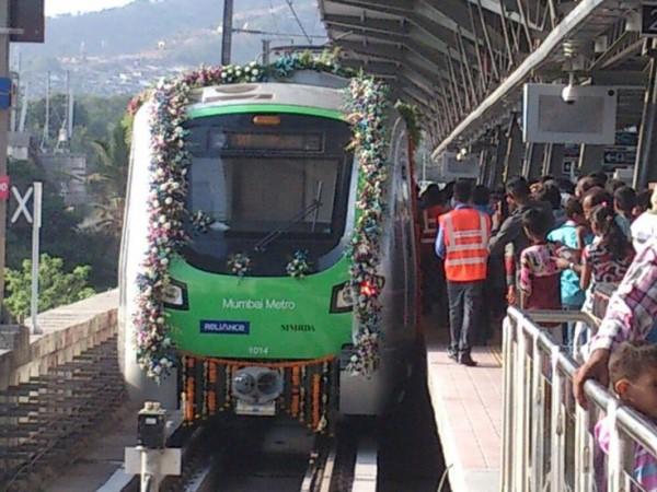 मेट्रो का रास्ता बनाने के लिए करना पड़ रहा विस्फोट, जानिए कहां