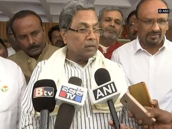 <strong>कर्नाटक: सिद्धारमैया ने कहा, 'बिना दिमाग' के आदमी हैं अमित शाह</strong>