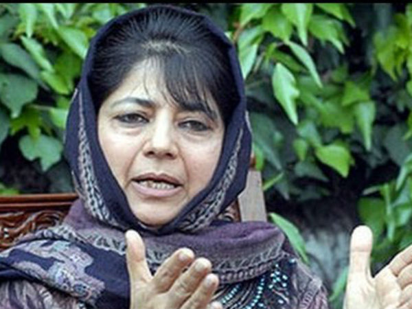 जम्मू कश्मीर: रेप के आरोपी की रिहाई के लिए तिरंगे के साथ प्रदर्शन, महबूबा मुफ्ती हुई नाराज
