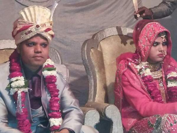 groom death in road accident in agra