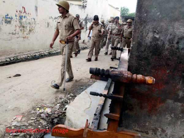 झारखंड: बुंडू में Facebook पोस्ट से नाराज धर्म विशेष के लोगों ने 13 गाड़ियों को किया आग के हवाले