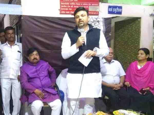 महाराष्ट्र: भाजपा एमएलए के बगावती सुर, इस्तीफा देकर घर बैठें देवेंद्र फडणवीस