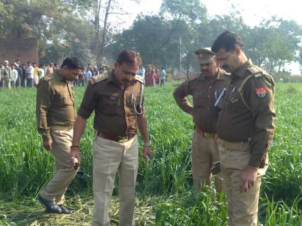 dead body found in field in bhadohi
