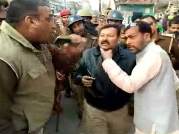 Police stopped Tiranga Yatra and beat BJP workers in Mau