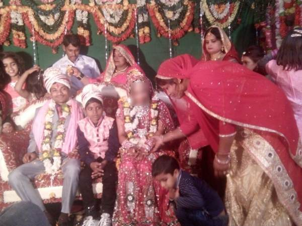 Groom fell on ground during vidai ceremony in Sultanpur