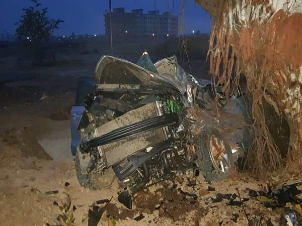 mumbai palghar road accident 5 people died on the spot