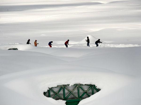 जम्मू कश्मीर: गुलमर्ग में हिमस्खलन, एक रूसी पर्यटक की मौत, चार पर्यटकों को सेना ने बचाया