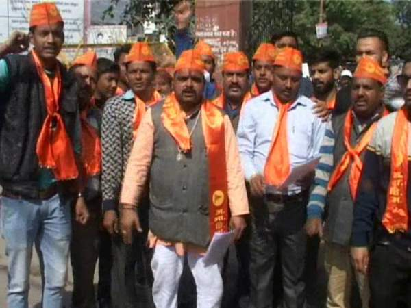 Akhil Bharat Hindu Mahasabha supports don chota rajan willing to play holi with him