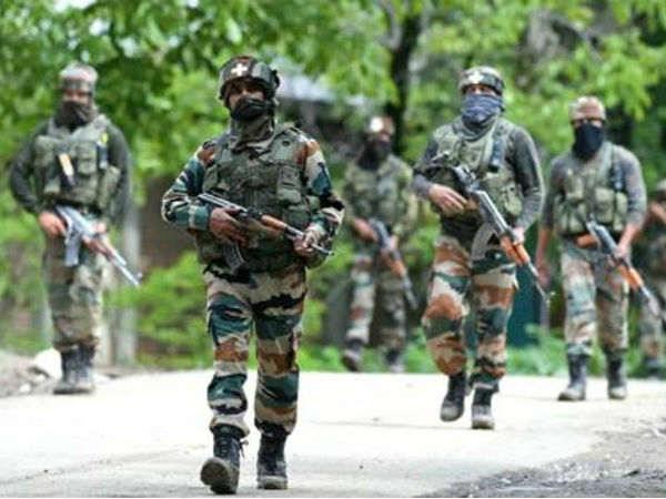 Jammu Kashmir : LoC पर भारतीय जवानों का सिर कलम करने की फिराक में पाक आतंकी, सेना ने दिया जवाब