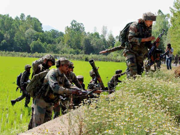 जम्मू कश्मीर: कुपवाड़ा में आतंकी ठिकाने का पता चला, सेना को मिले भारी मात्रा में हथियार