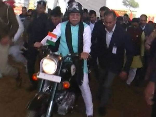 haryana cm manohar lal khattar ride bullet in bike rally