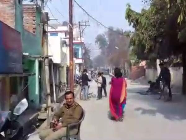 Hand tied the woman to the road in Moradabad