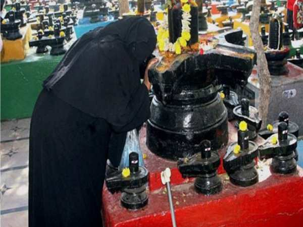 muslim womens adores lord shiva on mahashivratri parv in 600 years old temple
