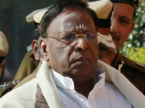 It's unfortunate that PM, holding the highest position:V Narayanasamy
