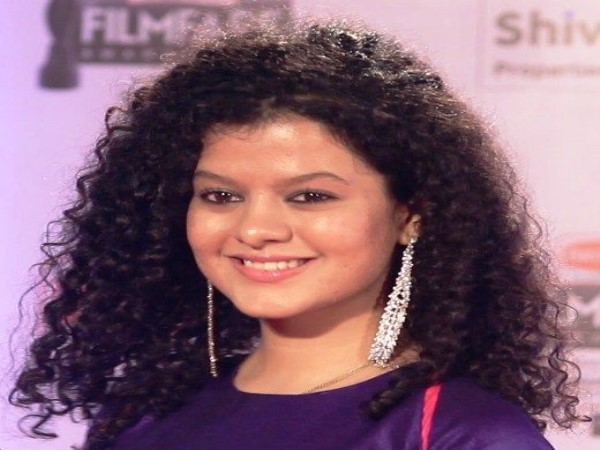 agra bollywood singer palak muchhal palash ruckus on stage tajmahotsav