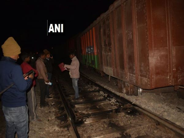 24 bogies of a goods train derailed in Satna Madhya Pradesh