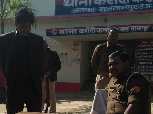 police arrest a man who fraud with his wife says he is a policeman in sultanpur