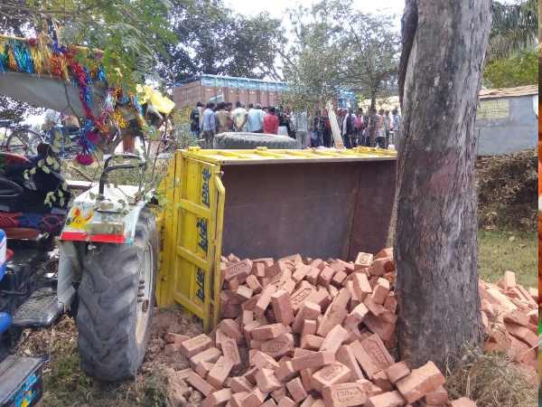 Mother in law and son in law crushed by tractor in Mirzapur